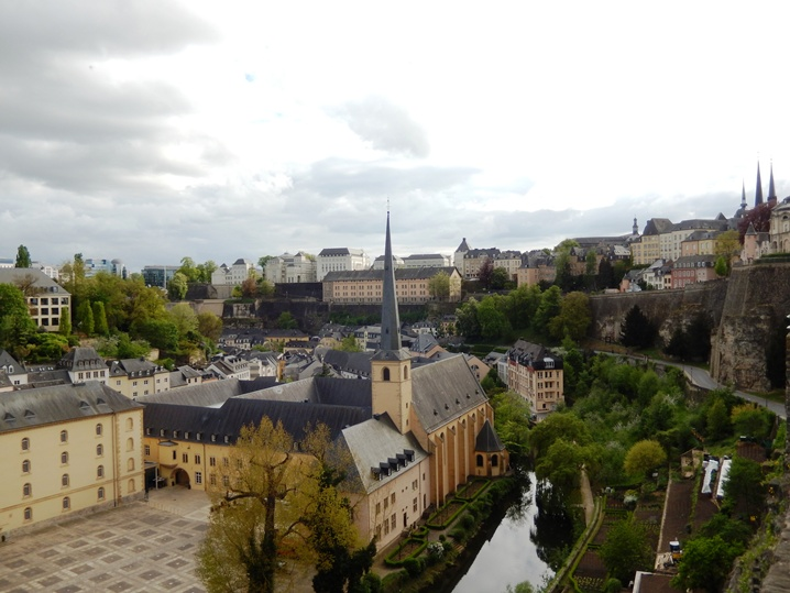 luxembourg 36 urlop na etacie