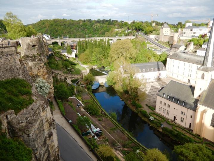 luxembourg 37 urlop na etacie