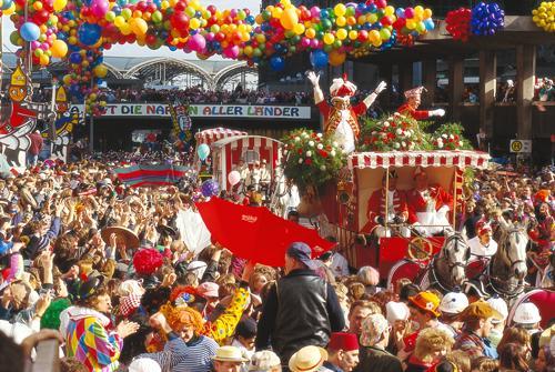 fotka z http://www.portalturism.com/eveniment/carnavalul-de-la-koln