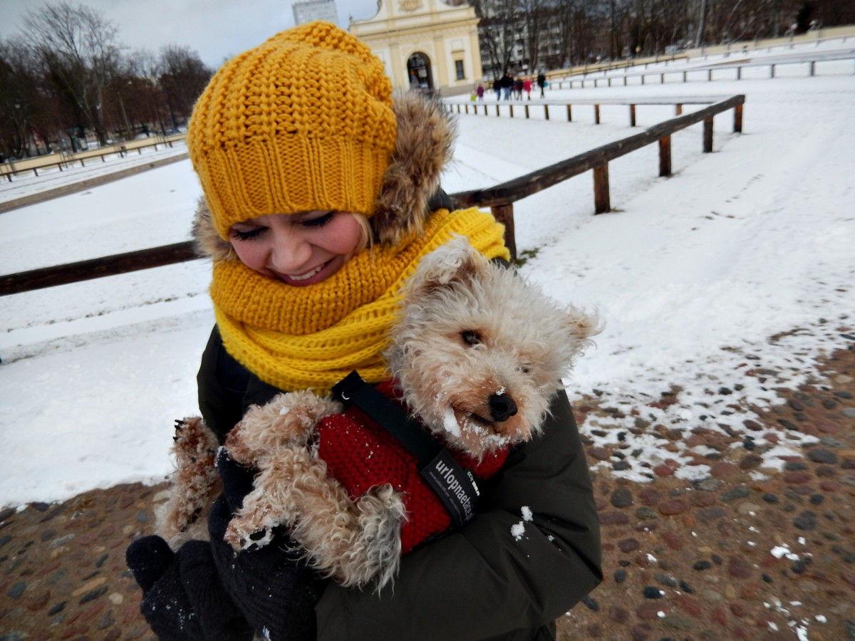 Jem śnieg, bo nie karmią w domu - Luśka.